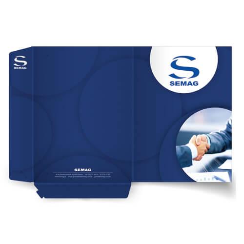teczka reklamowa z wykrojnika 2Design, druk na 350g kreda błysk, uszlachetnienie folia mat + lakier UV wybiórczo